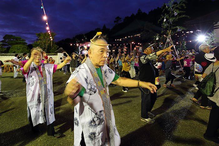 東大寺二月堂 十七夜盆踊り2