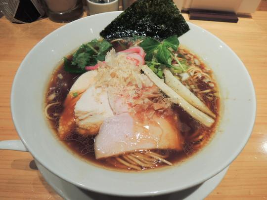 鶏そば(880円)