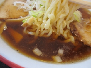 坂新 醤油ラーメン スープ