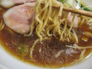 寅家 醤油 麺スープ