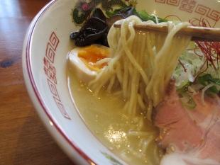 寅家 鶏塩煮込ソバ 麺スープ
