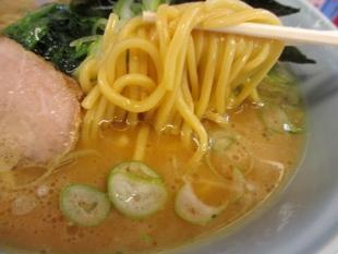 山岡家新和店 ラーメン 麺スープ