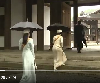 投げる 動画 傘 秋篠宮