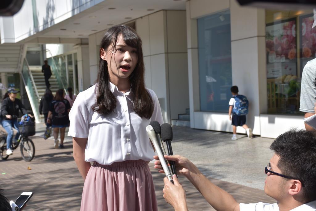 wor1911250025-p1_25日、香港で取材に応じる民主活動家の周庭(アグネス・チョウ)氏(三塚聖平撮影)