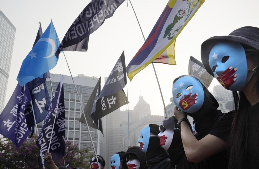 wor1912220009-p1_中国当局の少数民族ウイグル族への人権侵害を非難する集会に参加する人ら=22日、香港(共同)