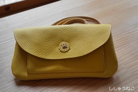 黄色いお財布バッグ
