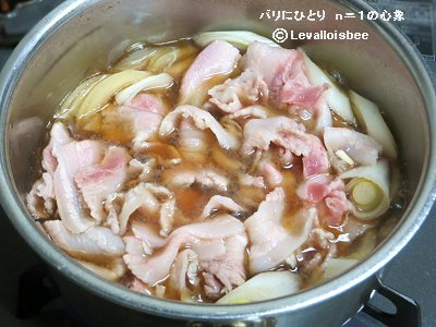 豚バラとネギも加え煮るdownsize