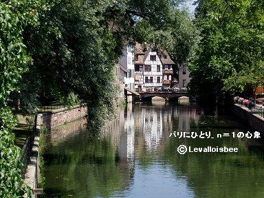 川面に映える緑が深い旧市街ストラスブールdownsize