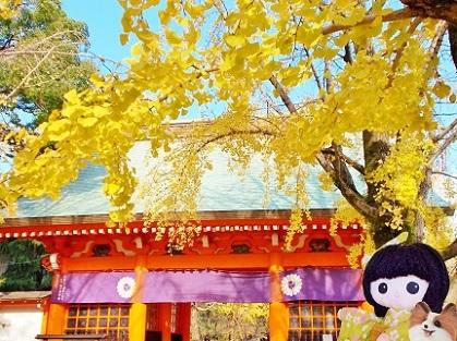 美しい銀杏の門です