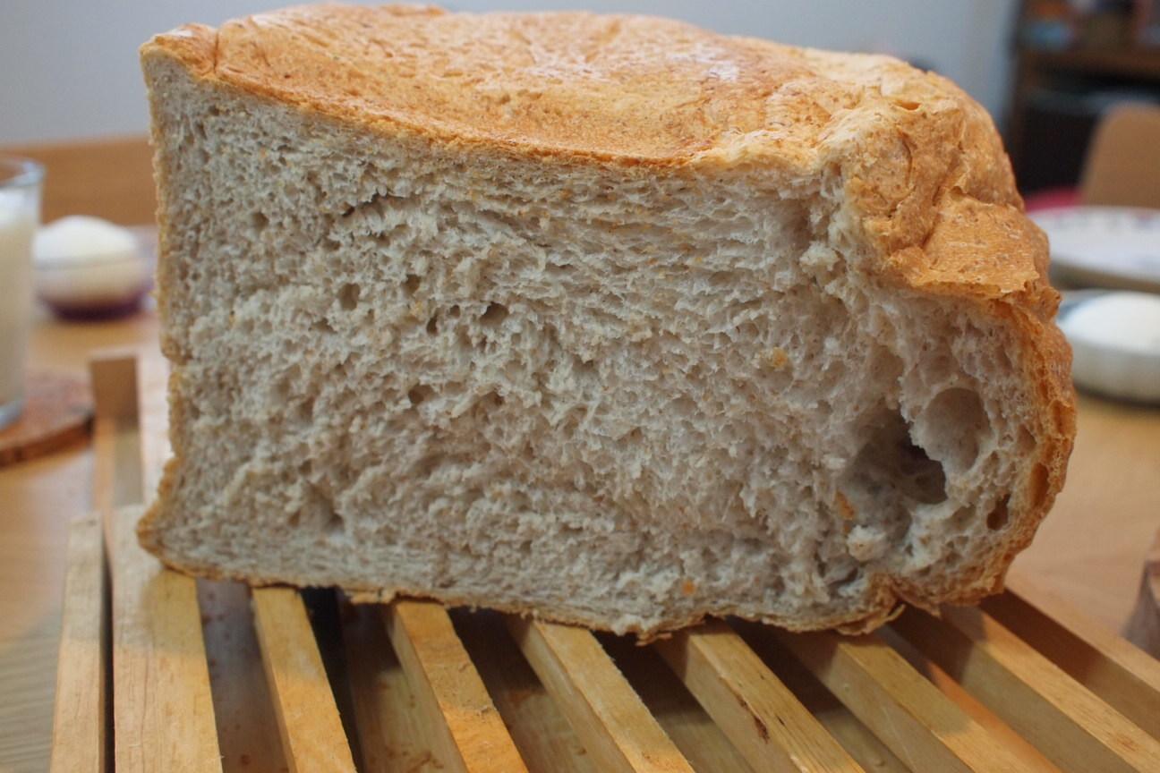 自家製全粒粉パン!
