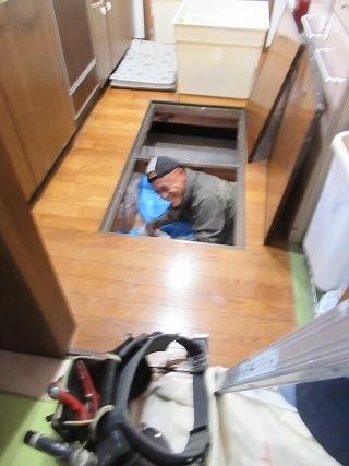 ②床下作業1