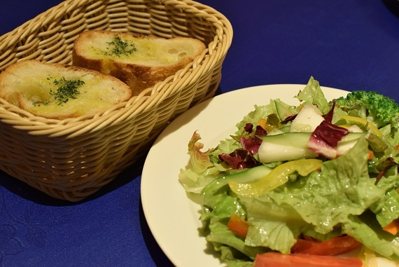 トラットリア・イタリア サラダ&パン