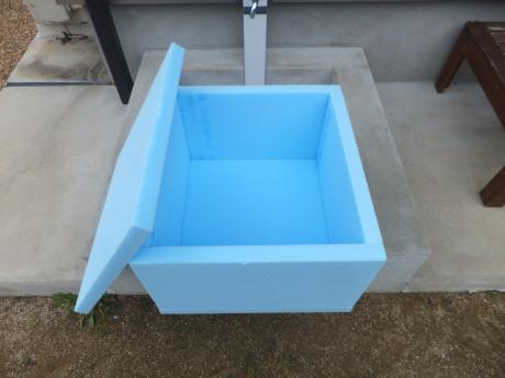 もう一つ余った材料で作った簡易温室箱。。。