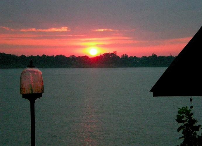 2020-1-1メコン川の夜明け