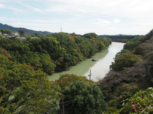 20191026・日光旅行3-02・菊祭り後半、流れの多い渡良瀬川
