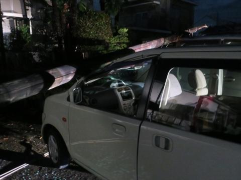 「台風19号被害。鯉のぼり竿が車3台を直撃しました。」① (3)_R
