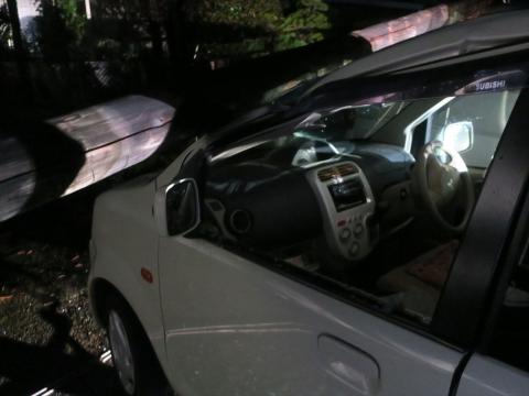 「台風19号被害。鯉のぼり竿が車3台を直撃しました。」① (4)_R