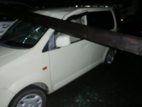 「台風19号被害。鯉のぼり竿が車3台を直撃しました。」① (16)_R