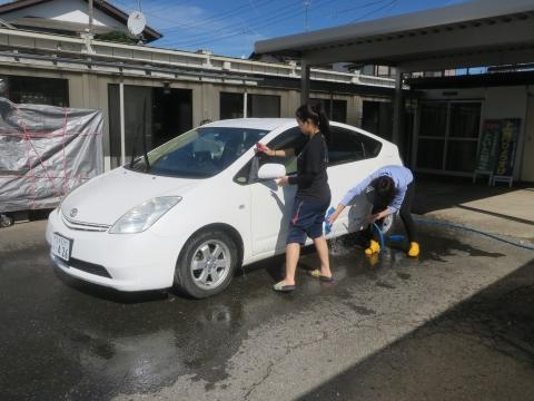 「娘と妻が愛車プリウスくんを洗ってくれました!」①