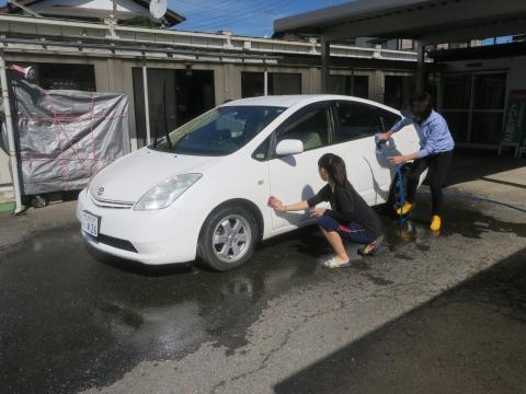 「娘と妻が愛車プリウスくんを洗ってくれました!」②