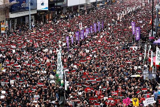 60 香港 20190616デモ ロイター ニューズウイーク