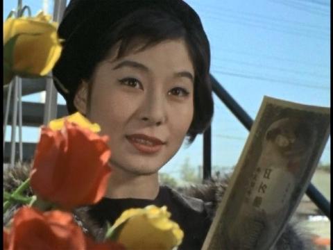 バラを買う女 (演:山東昭子)