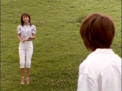 アスカに会いに来たユミムラ・リョウ隊員(演:斉藤りさ)
