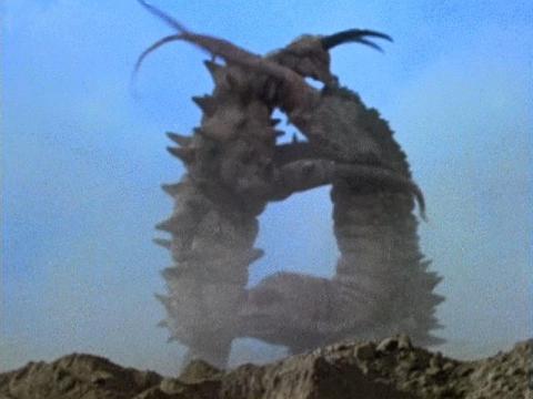 地底怪獣 グドン vs 古代怪獣 ツインテール