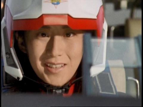 ダイナの登場に「やっぱり来てくれたのね」・・・と呟くユミムラ・リョウ隊員(演:斉藤りさ)
