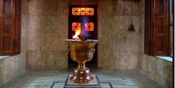 1550年間たゆまずともされてきた拝火教寺院の灯