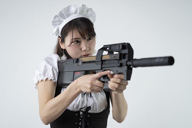 さくら:FN P-90だ