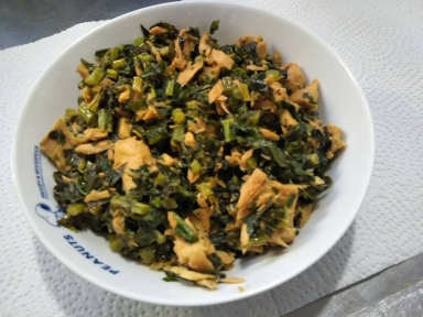 大根の葉っぱとツナの炒め物