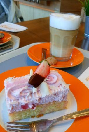 いちごヨーグルトケーキ2