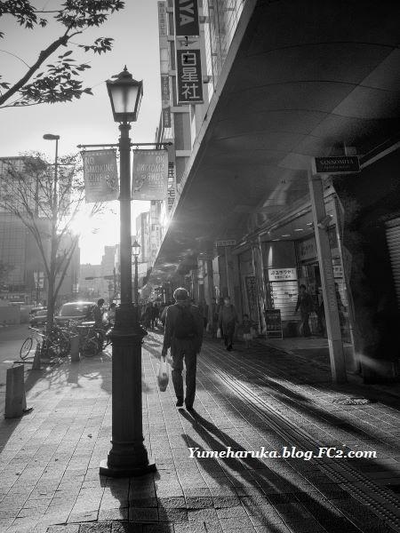 _DSF3188 神戸街灯と人