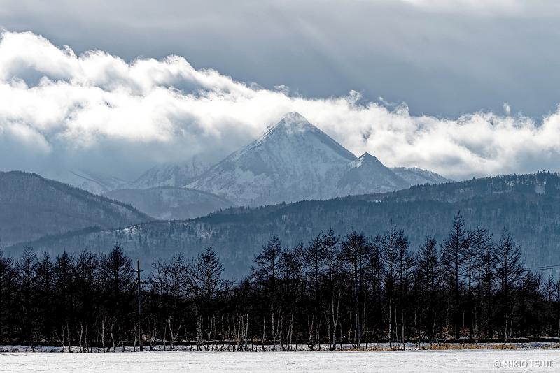 絶景探しの旅 - 絶景写真 No.1269 雲に覆われ始める武佐岳 (北海道 標津町)